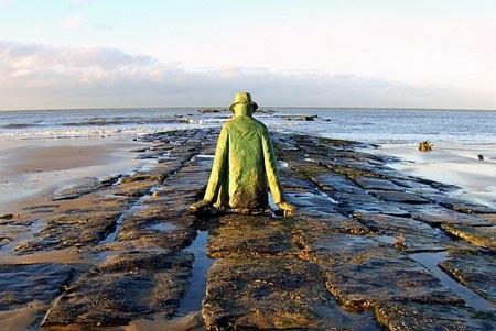 Knokke-le-Zoute-Homme-contemplant-la-mer-